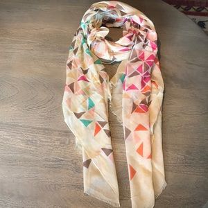 Geometric Lightweight Scarf